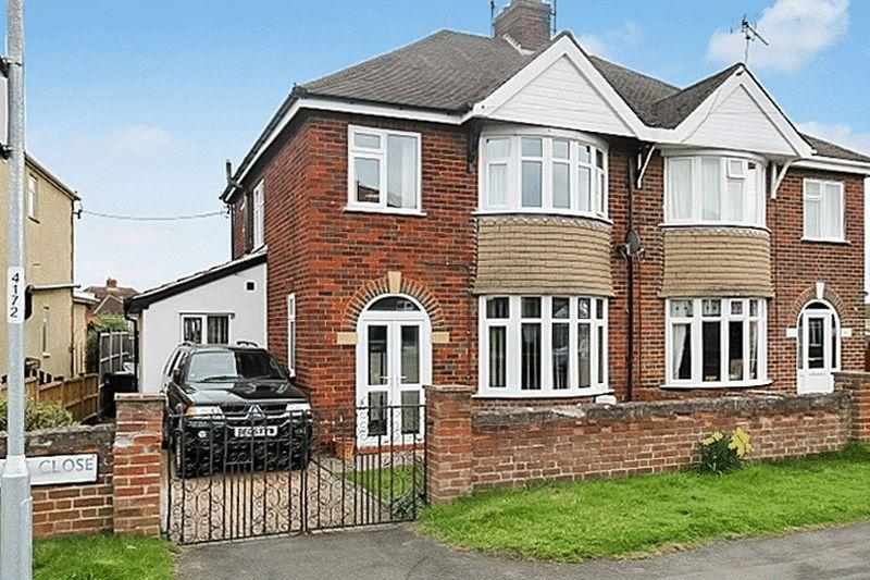 3 Bedrooms Semi Detached House for sale in ROSS ROAD