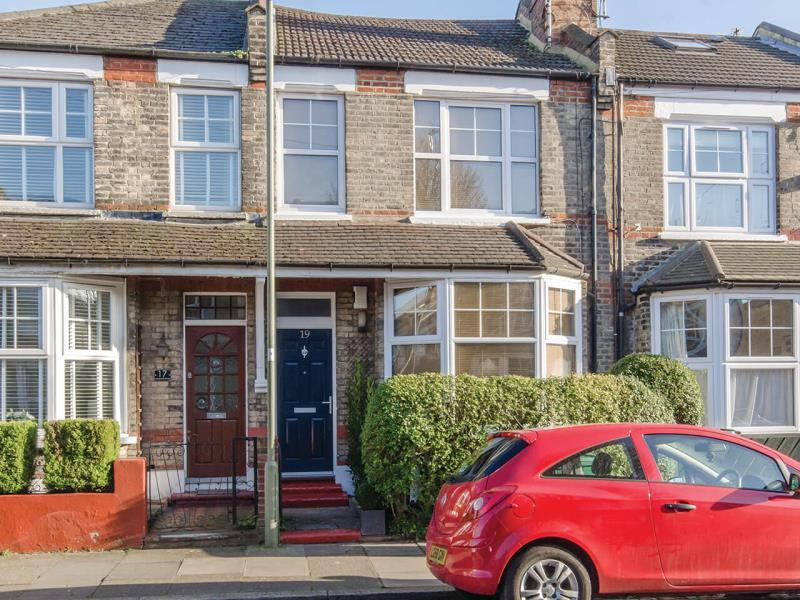 2 Bedrooms Terraced House for sale in Leopold Road, N2