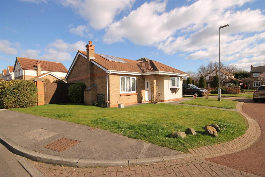 3 Bedrooms Detached Bungalow for sale in Chichester Close, Hartlepool