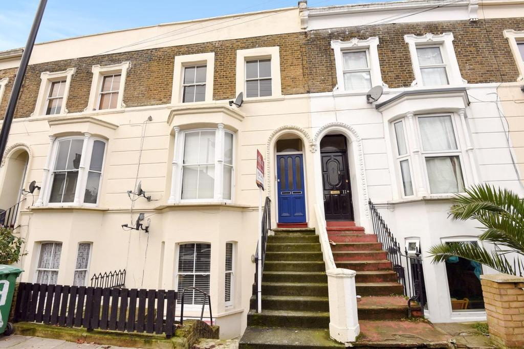 1 Bedroom Flat for sale in Kings Grove, Peckham, SE15