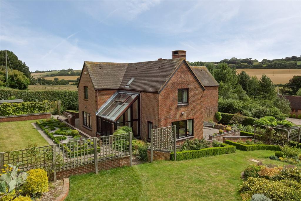 5 Bedrooms Detached House for sale in Bereforstal Farm, Canterbury Road, Elham, Kent