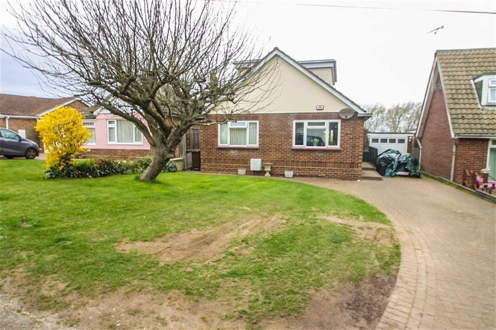 4 Bedrooms Detached House for sale in Manor Way, Holland-on-Sea