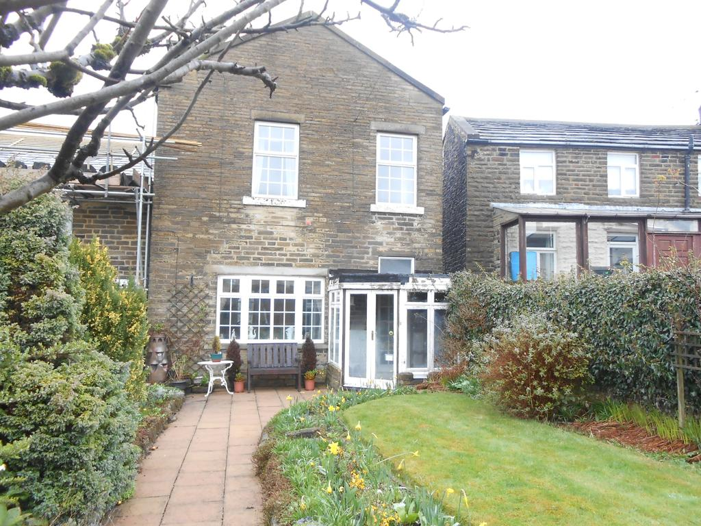 3 Bedrooms End Of Terrace House for sale in Crack Lane, Wilsden BD15