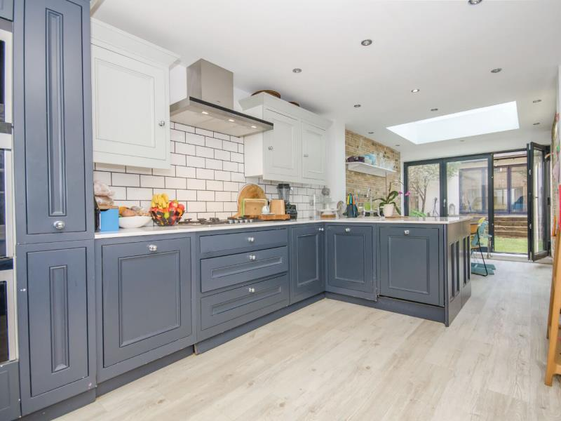 4 Bedrooms Semi Detached House for sale in Shaftesbury Road, N19