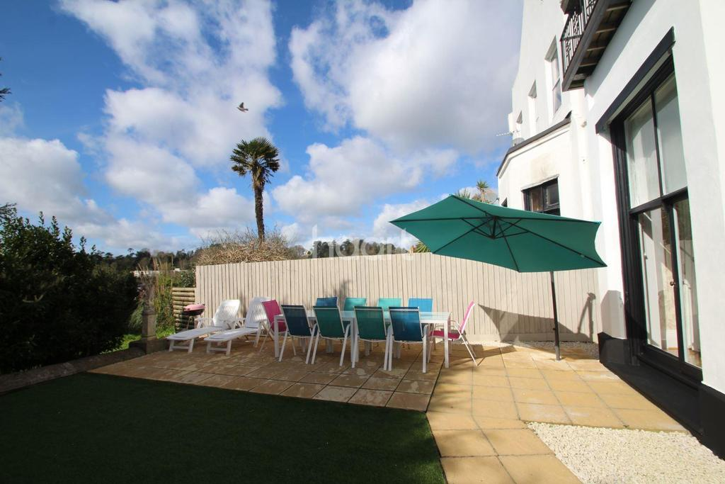 2 Bedrooms Flat for sale in Barton Road, Torquay