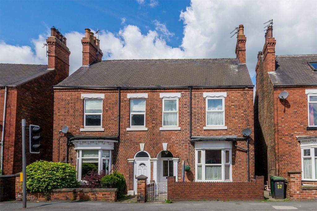 3 Bedrooms Semi Detached House for sale in Brook Street, SELBY, North Yorkshire
