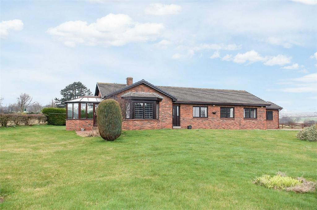 3 Bedrooms Detached Bungalow for sale in Kaysburn, Witton Gilbert, County Durham