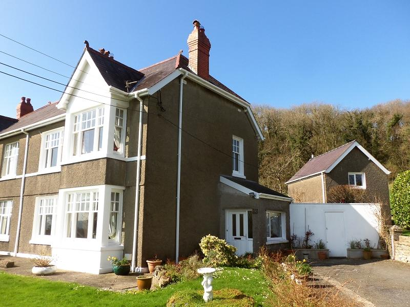 4 Bedrooms Semi Detached House for sale in Springfield Road, Carmarthen, Carmarthenshire
