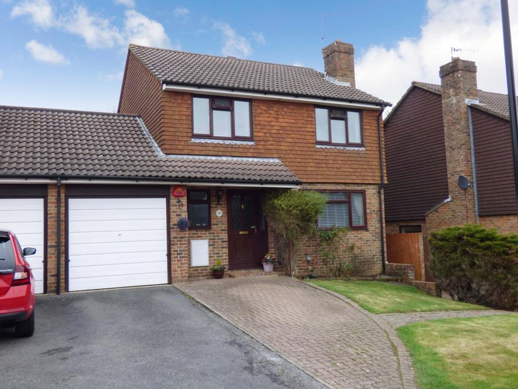 4 Bedrooms Detached House for sale in Golden Hill, Burgess Hill, RH15