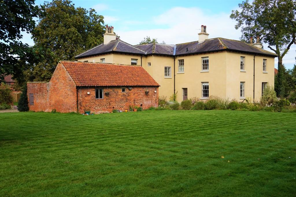 5 Bedrooms Farm House Character Property for sale in Great North Road, Torworth, Retford, Notts.