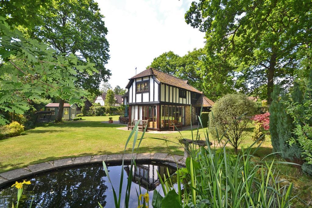 3 Bedrooms Detached House for sale in Hampers Lane, Storrington, West Sussex, RH20