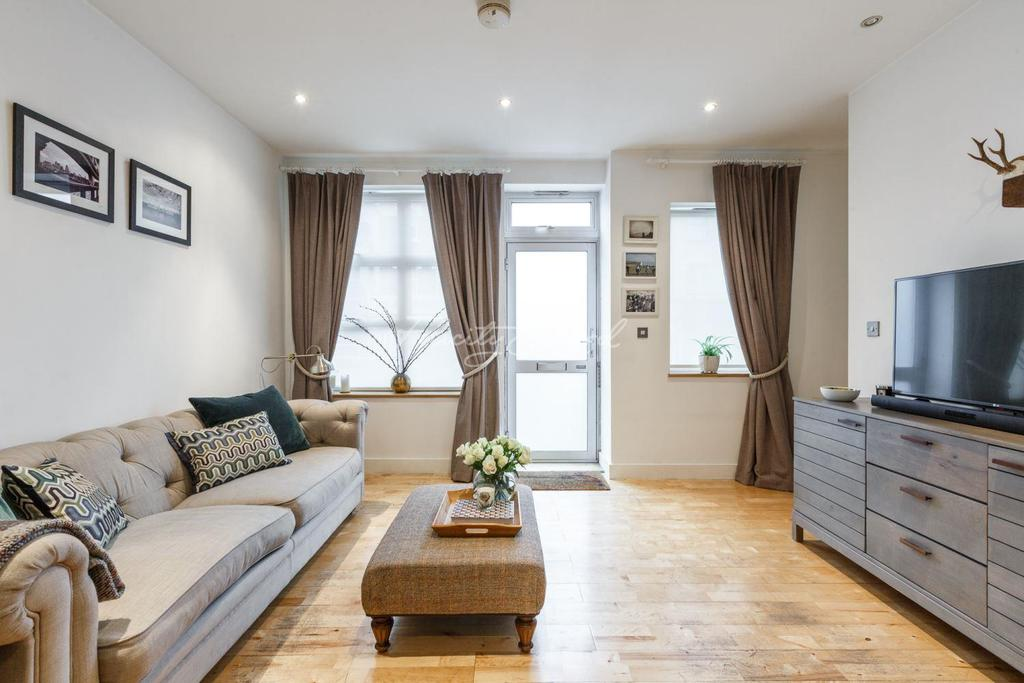 2 Bedrooms Flat for sale in Angel Court, Lewisham, SE13