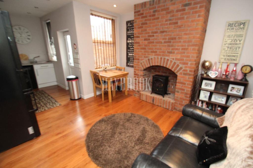 2 Bedrooms Terraced House for sale in Badsley Moor Lane, Cllifton
