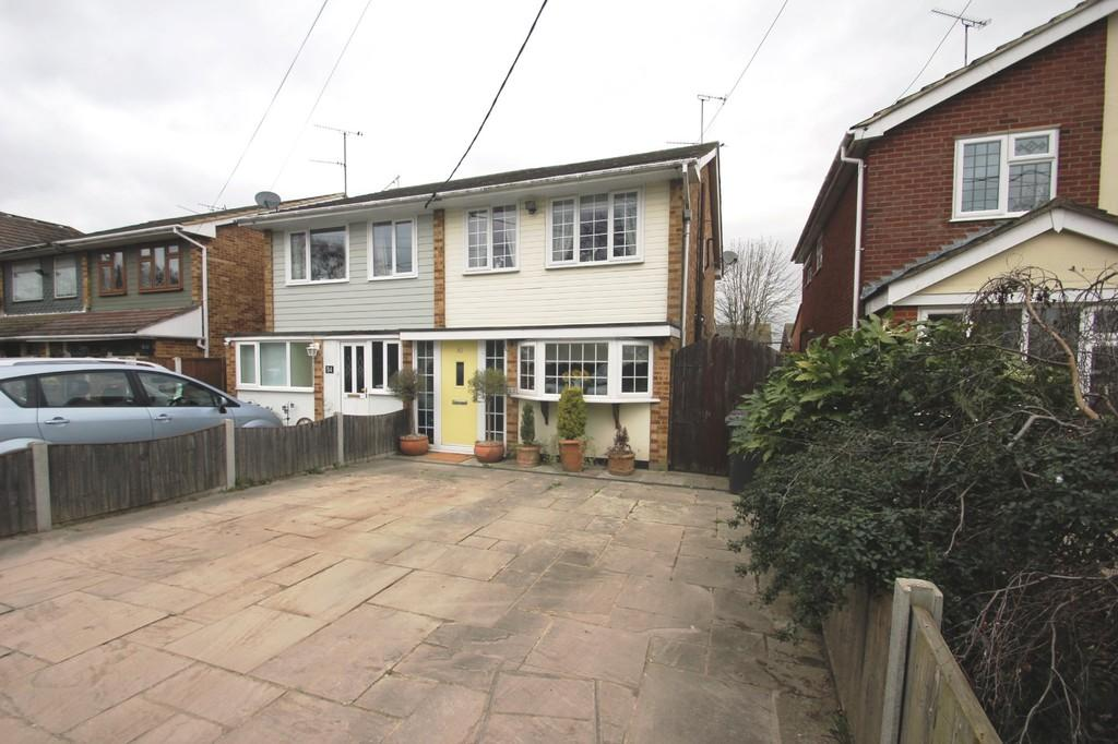 3 Bedrooms Semi Detached House for sale in Windermere Avenue, Hullbridge
