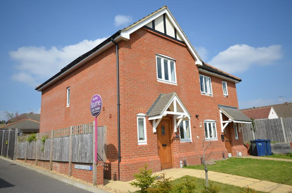 2 Bedrooms Semi Detached House for sale in Weybourne Road, Farnham