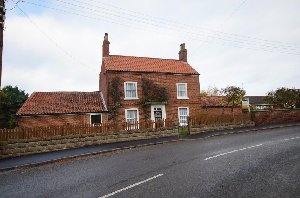 4 Bedrooms Detached House for sale in High Street, Upton, Gainsborough