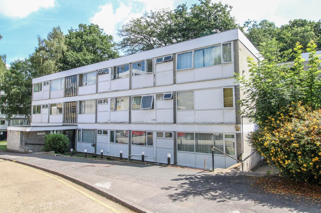 2 Bedrooms Apartment Flat for sale in Nairn House, Cameron Close, Brentwood, Essex, CM14