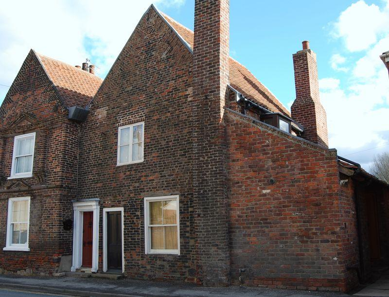 4 Bedrooms Town House for sale in Flemingate, Beverley