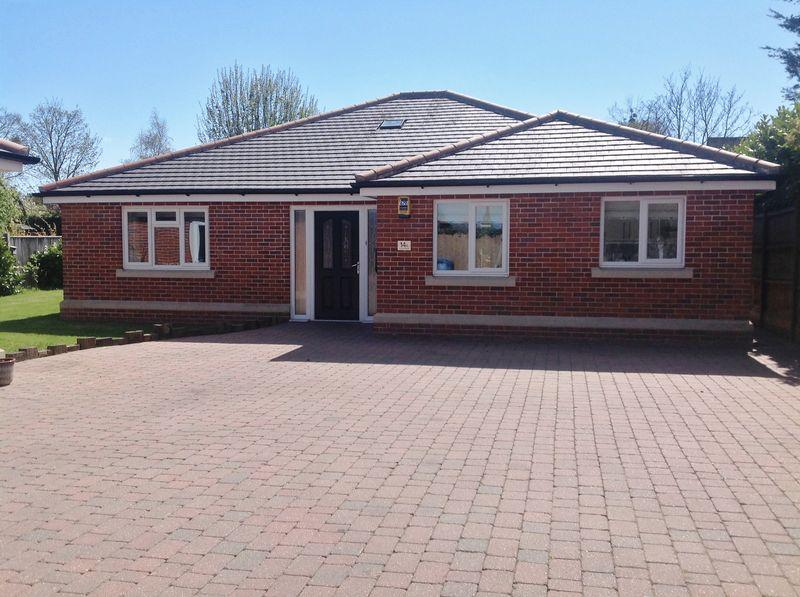 3 Bedrooms Detached Bungalow for sale in Cotmer Road, Oulton Broad, Lowestoft