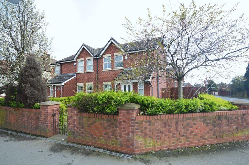 3 Bedrooms Semi Detached House for sale in Higher Road, Hunts Cross