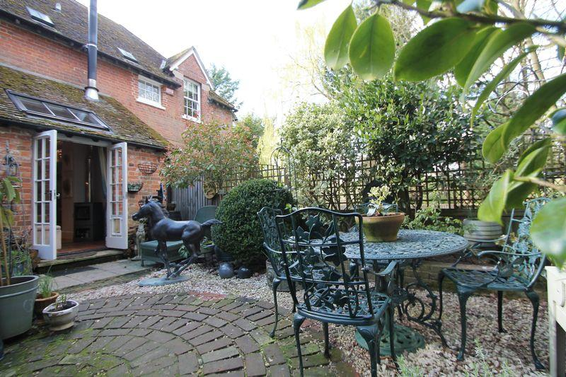 2 Bedrooms Terraced House for sale in Chilham Castle Estate, Chilham