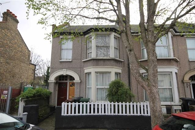 2 Bedrooms Flat for sale in Huxley Road, Leyton