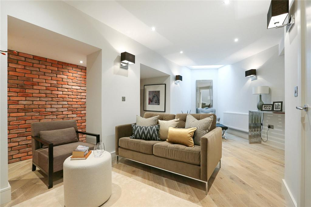 2 Bedrooms Flat for sale in Dawes Road, Fulham Broadway, London, SW6