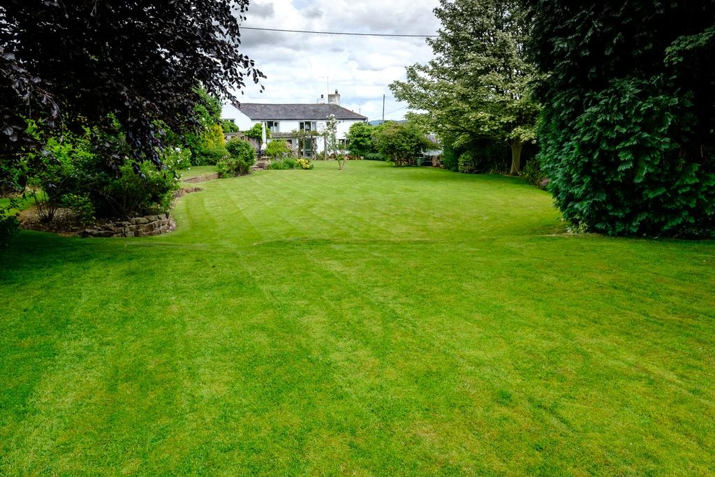 5 Bedrooms Detached House for sale in Chester Road, Churton, Chester, Cheshire, CH3