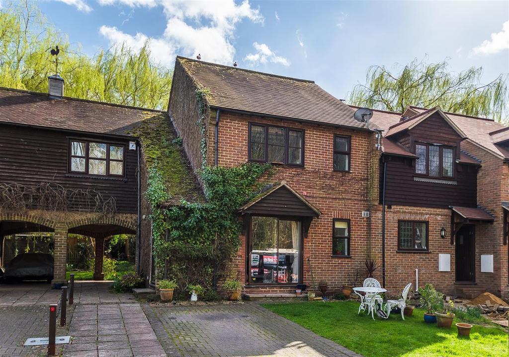 2 Bedrooms Flat for sale in Old Watery Lane, Wooburn Moor