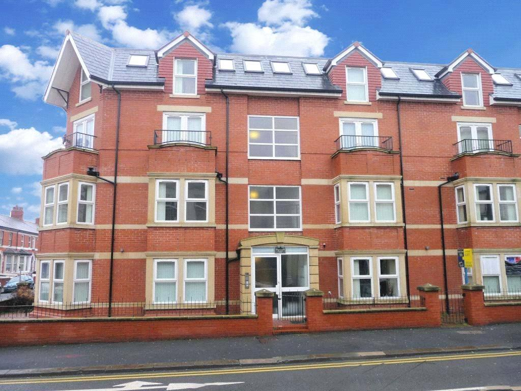 2 Bedrooms Penthouse Flat for sale in 10 Goodwood Court, Regent Road, Blackpool, Lancashire
