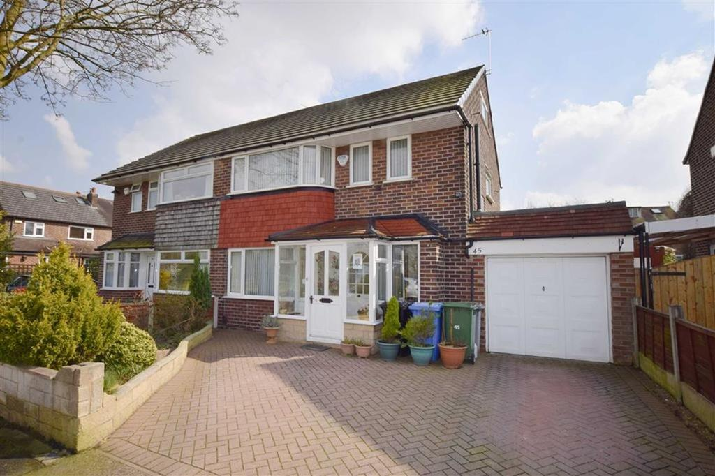 4 Bedrooms Semi Detached House for sale in Daresbury Avenue, Urmston