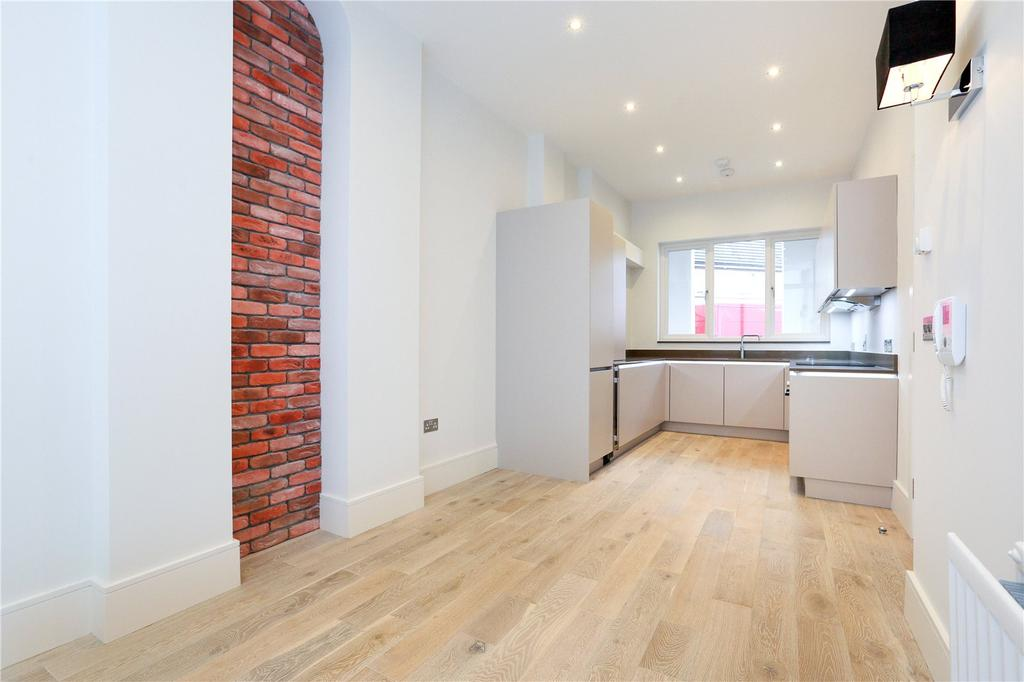 3 Bedrooms Flat for sale in Dawes Road, Fulham Broadway, London, SW6