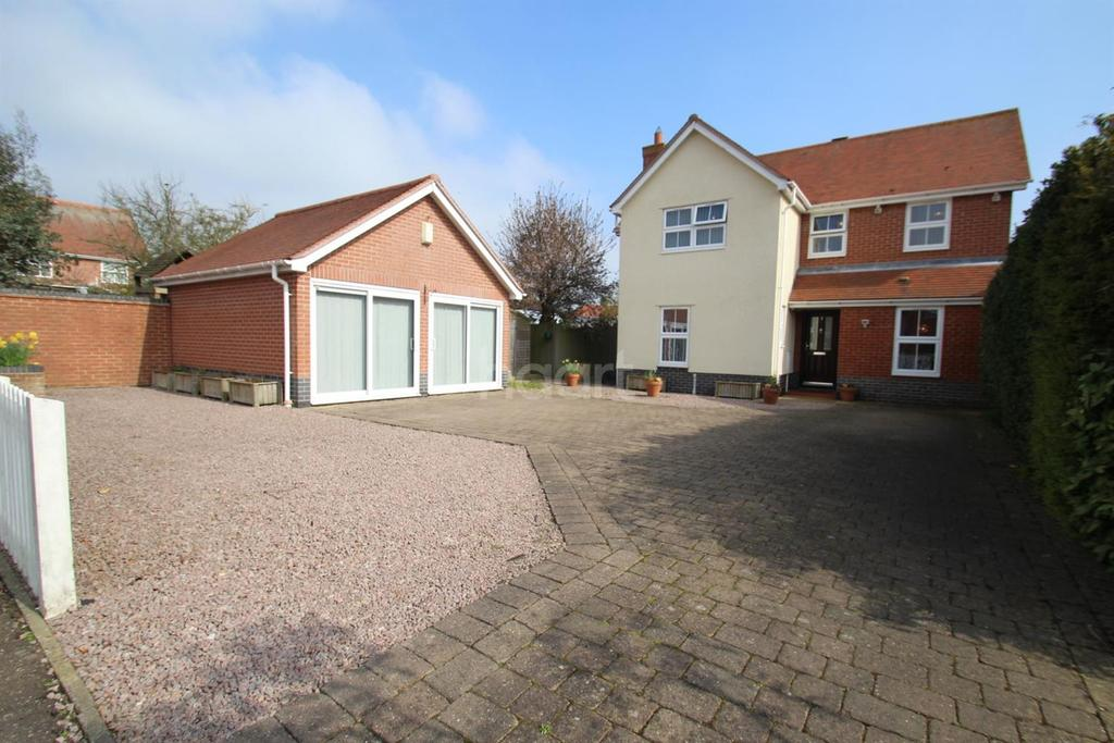 4 Bedrooms Detached House for sale in Edward Marke Drive, Langenhoe, CO5