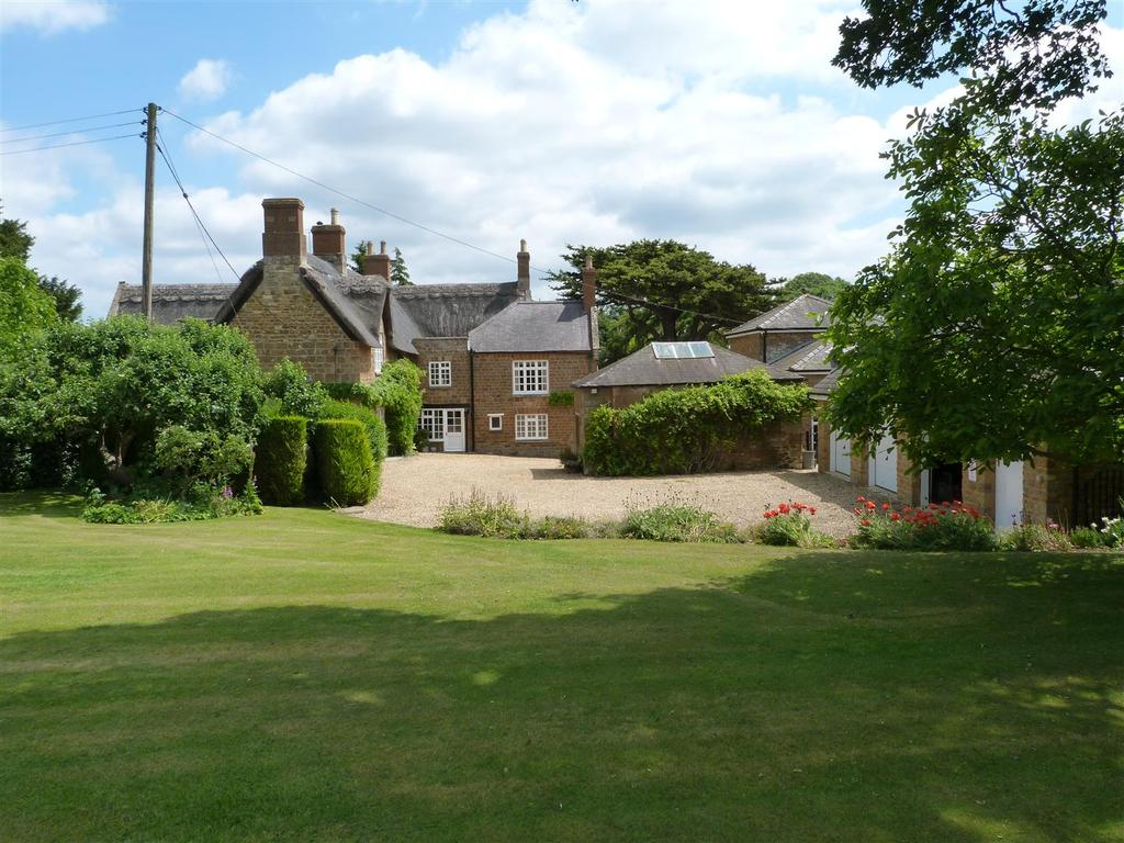 7 Bedrooms Detached House for sale in Hermitage Road, Brampton Ash, Market Harborough