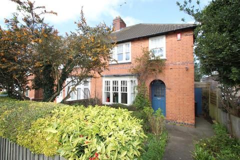 3 bedroom semi-detached house for sale - Houlditch Road, Knighton, Leicester