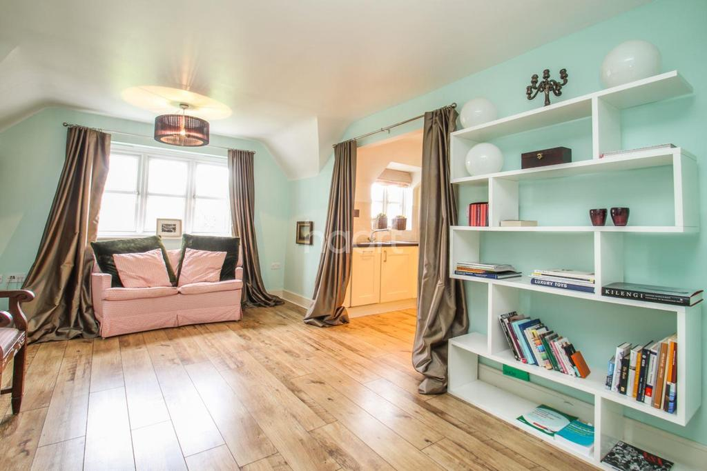 2 Bedrooms Flat for sale in Dreadnought Close, SW19