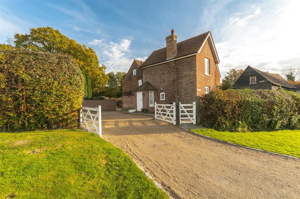 5 Bedrooms Detached House for sale in Wimland Road, Faygate, Horsham
