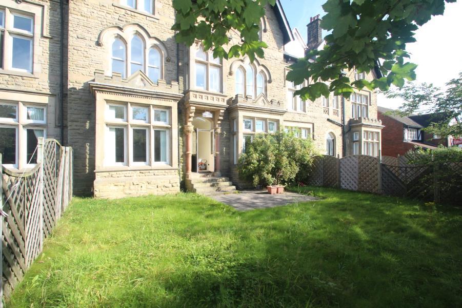 2 Bedrooms Apartment Flat for sale in ETON COURT, ROSEVILLE AVENUE, HARROGATE, HG1 4AB