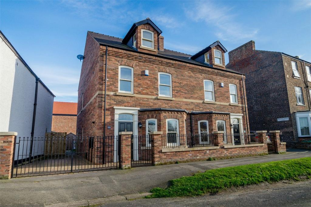 4 Bedrooms Semi Detached House for sale in The Green, Acomb, YORK