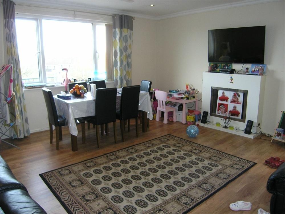 2 Bedrooms Flat for sale in 9A Glyn Coed Road, Pentwyn, Cardiff