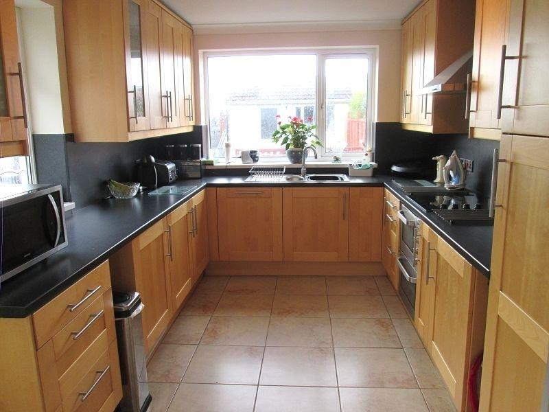 4 Bedrooms Semi Detached House for sale in Tycoch Road, Sketty, Swansea, City County of Swansea.