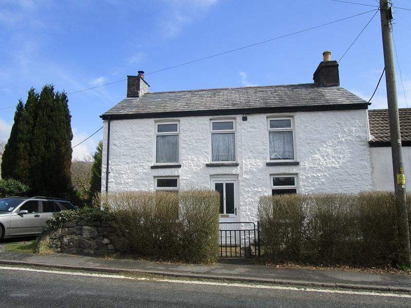 3 Bedrooms Semi Detached House for sale in Morfa Uchaf , Brecon Road, Penycae, Swansea.