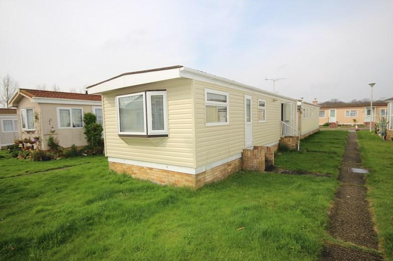 2 Bedrooms Mobile Home for sale in St. Osyth Road, Little Clacton, Clacton-On-Sea
