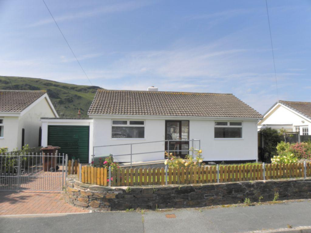 2 Bedrooms Bungalow for sale in Heol Rowen, Fairbourne, LL38