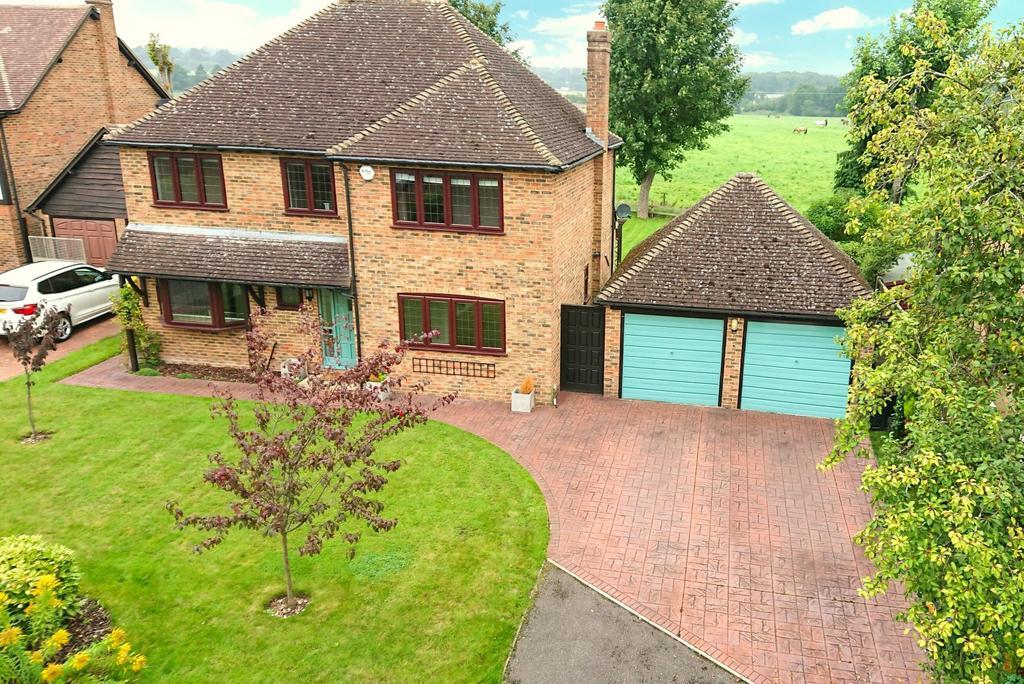 4 Bedrooms Detached House for sale in Bowmans Close, Burnham, SL1