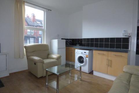 1 bedroom ground floor flat to rent - Tempest Road, Beeston, LS11 7DL