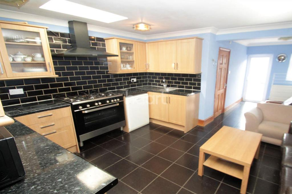 3 Bedrooms Terraced House for sale in Melbourne Road, Walthamstow