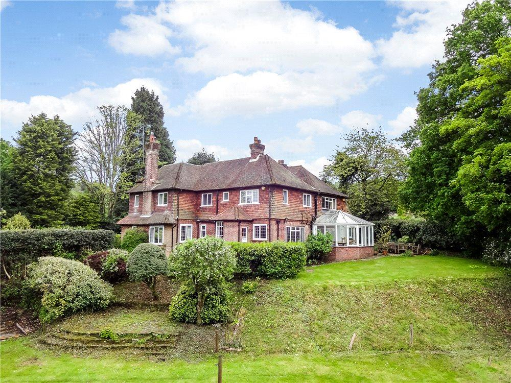 5 Bedrooms Detached House for sale in Petworth Road, Haslemere, Surrey, GU27
