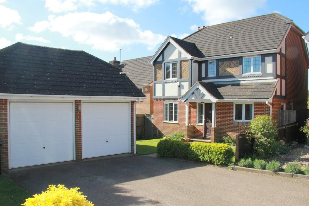 4 Bedrooms Detached House for sale in Linden Gardens, Heathfield