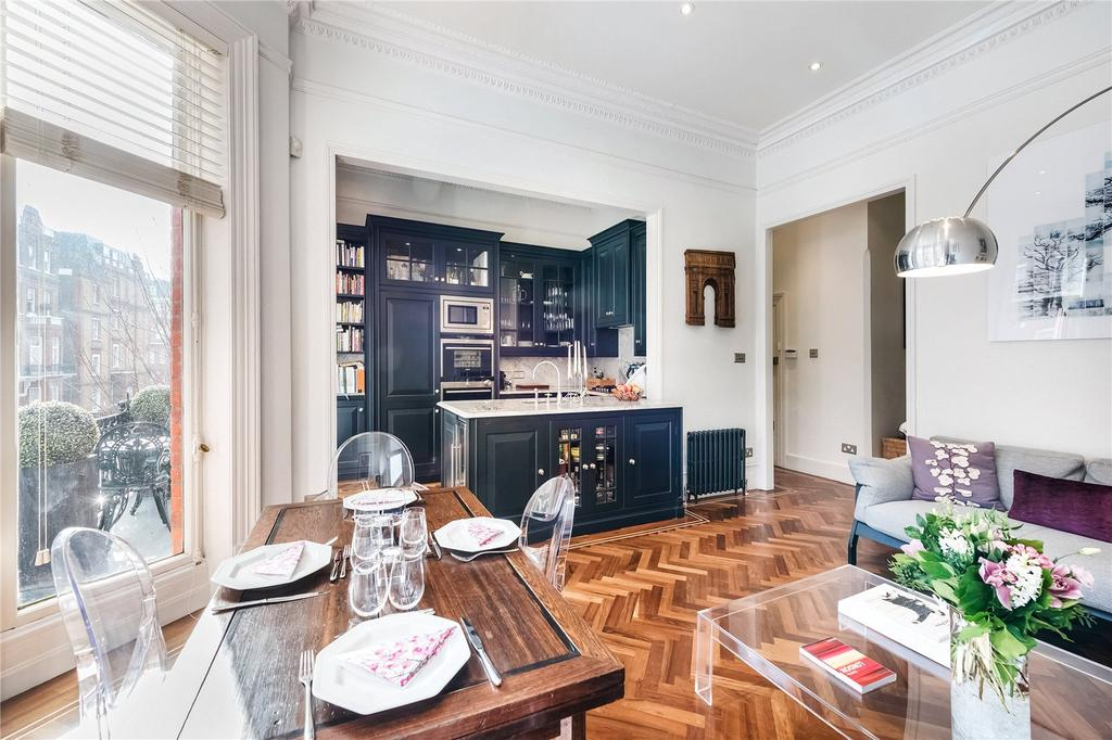 2 Bedrooms Flat for sale in Rosary Gardens, South Kensington, London